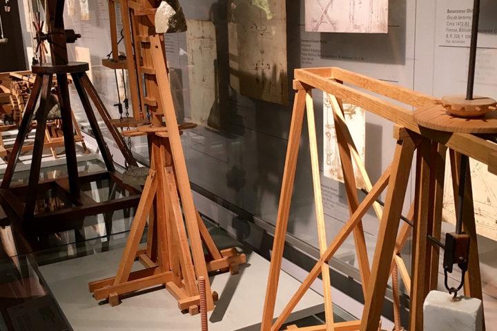 Leonardo által kitalált építészeti gépek makettjei. Egészen elképesztő, hogy 500 éve milyen technológiákat talált ki ez az ember.