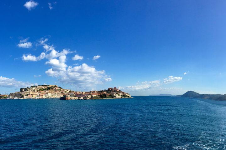 Portoferraio, megérkezés Elbára. A sziget egy napos túrával majdnem körbekerekezhető.