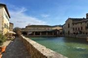 Bagno Vignoni, kis fürdőváros főtere a termálmedencével