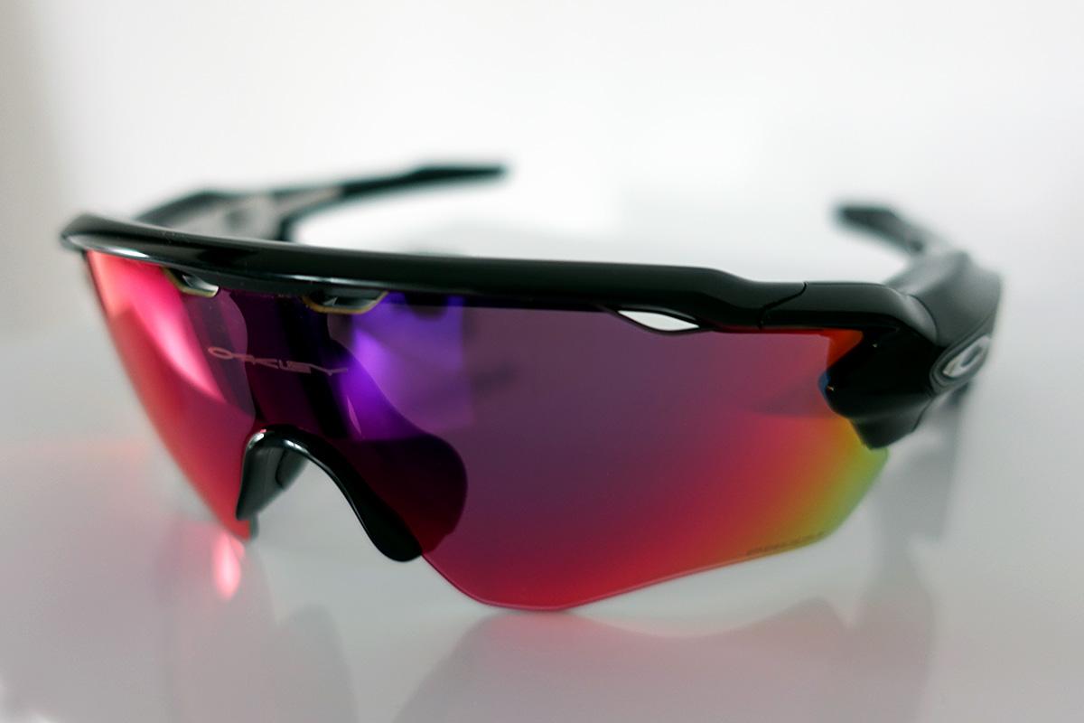 Oakley Radar Pace okosszemüveg. A lencse magért beszél. A szemüveg ... ad56a49908