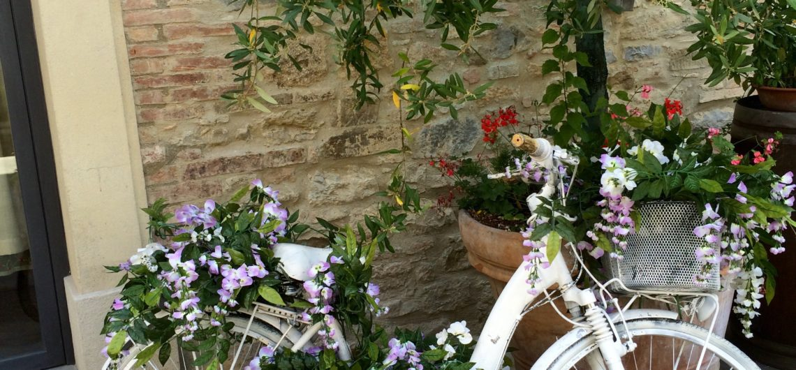 Kerékpáros dekoráció Toszkánában