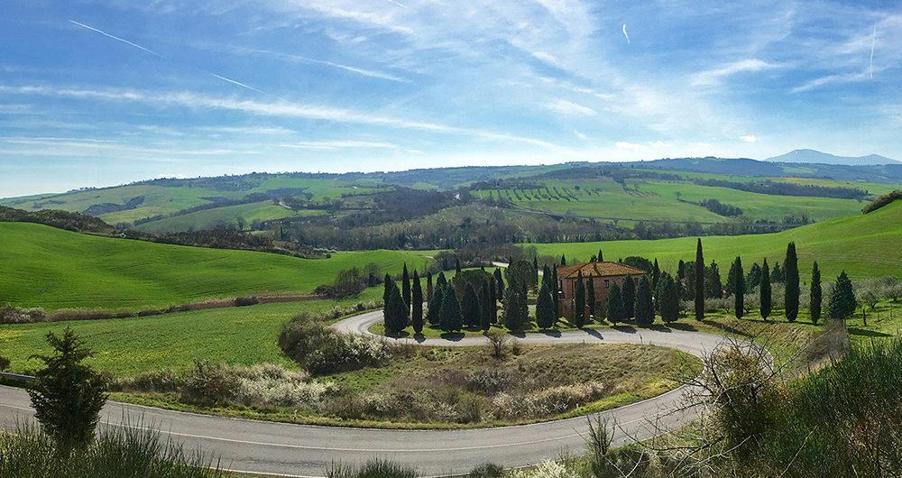 A via Francigena Torrenieri után az Orcia folyó völgyében